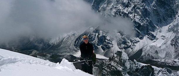 Klättra Lobuche Peak med adventurelovers.se